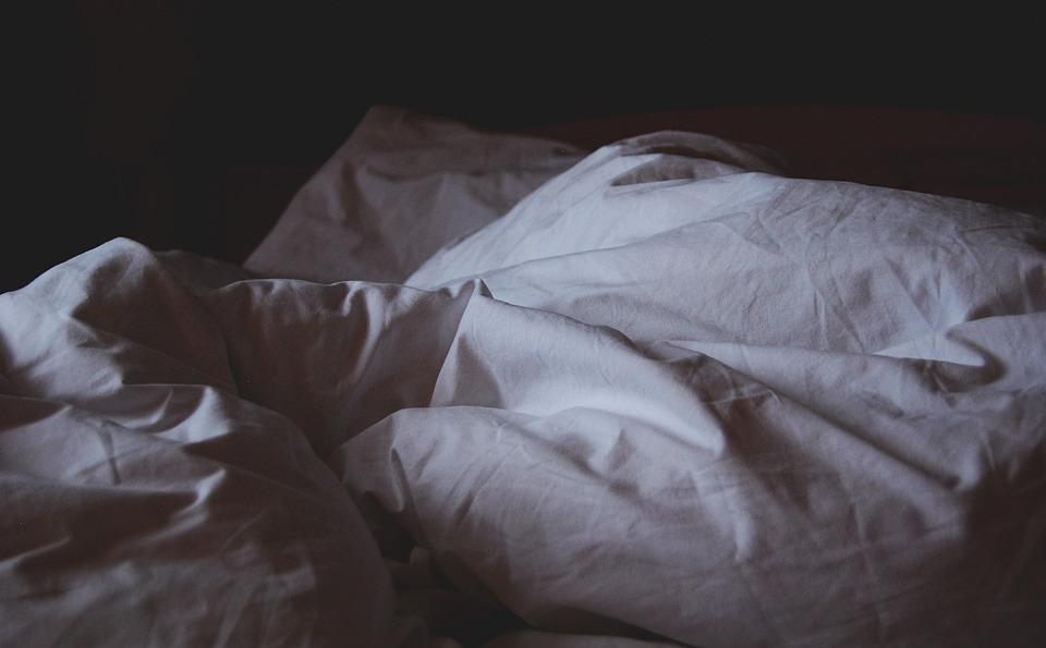 Revisan las condiciones laborales de las camareras de piso