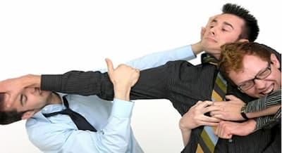 ¿Qué responsabilidad tiene la empresa en caso de una pelea entre trabajadores? 1
