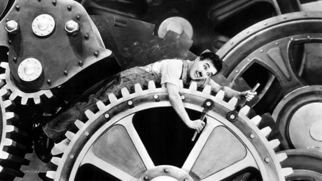4 minutos de la película Tiempos Modernos para entender los riesgos psicosociales